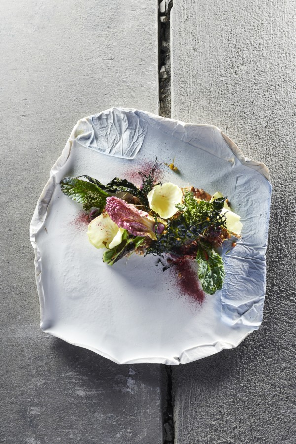 Huron wheat, sprouted, backed and porridge of curly kale, black palm kale, pointed cabbage, chinese cabbage, brussels sprout, red cabbage, black cabbage, white cabbage by Simon Apotheloz served on a leaves plate by Aino Nebel